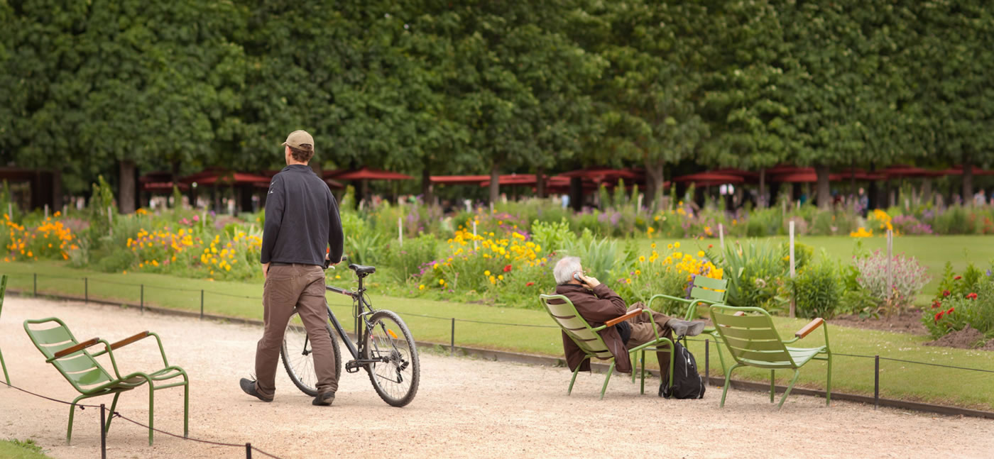 Stroll with bicycle through Jardin des Tuileries, garden, Paris - Ginger Wagoner, Photographer, Photosynthesis