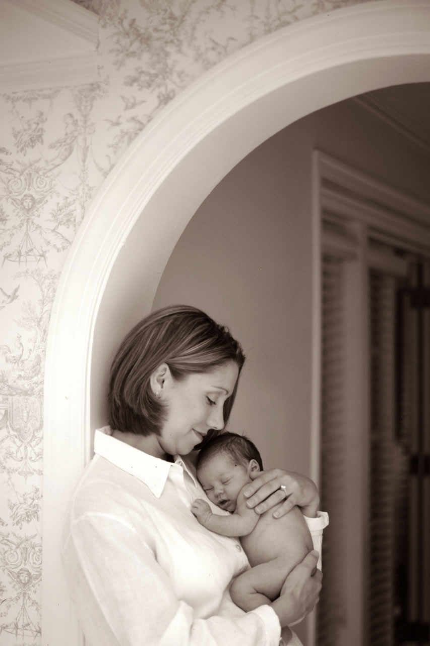 Mom holding newborn in archway - Ginger Wagoner, Photographer, Photosynthesis